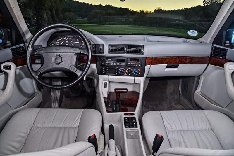 Интерьер BMW 5 Series Sedan (E34)