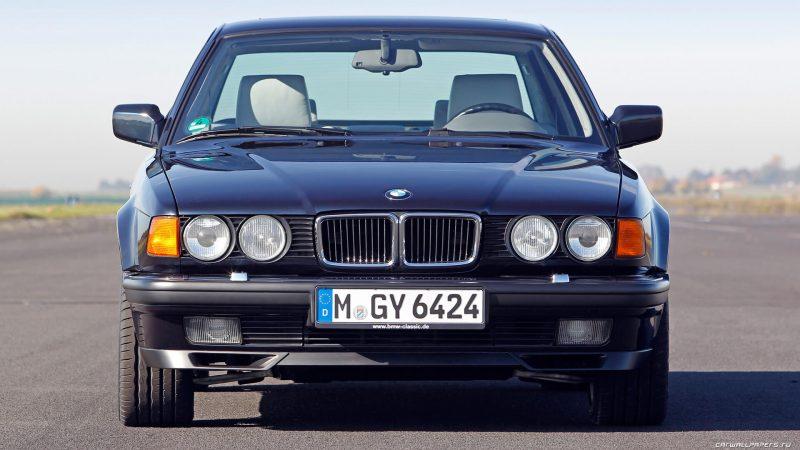 Вид спереди BMW 7-Series e32
