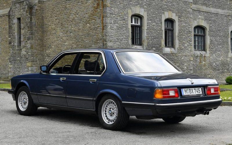 Фото первого поколения BMW 7-Series