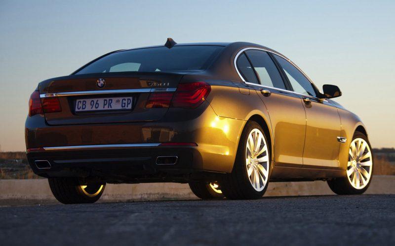 Вид сзади BMW 7 Series