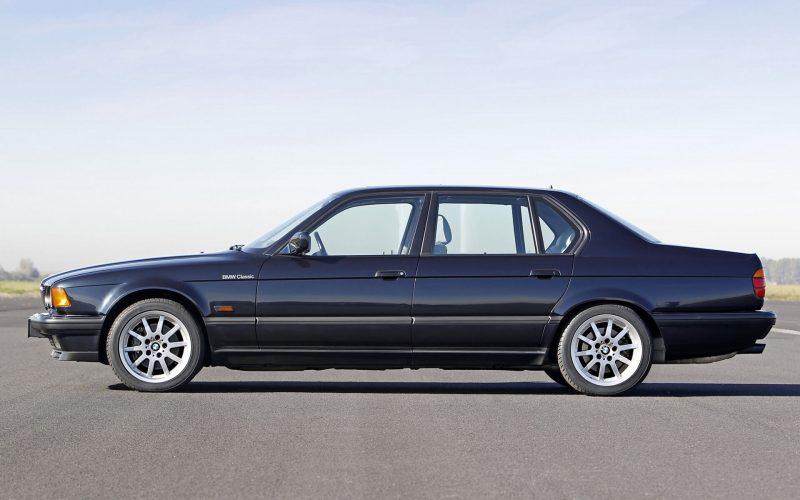 Вид сбоку BMW 7-Series e32