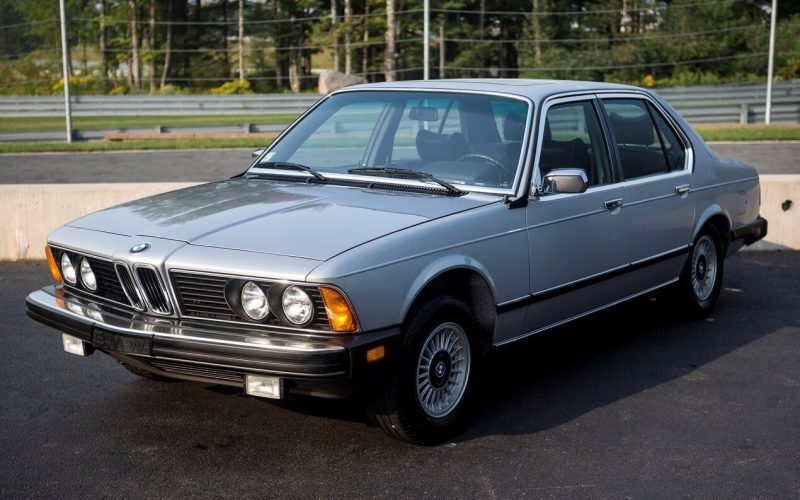 Первое поколение BMW 7-Series