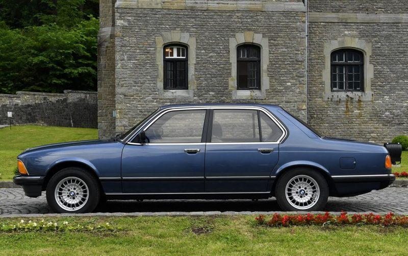 Вид сбоку BMW 7-Series