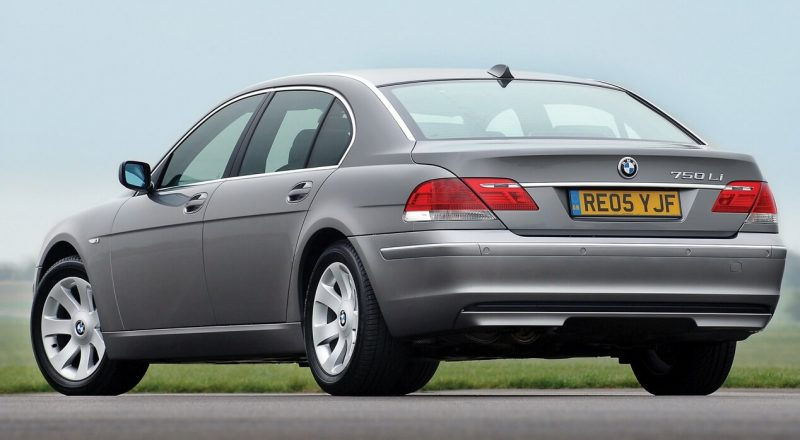 Вид сзади BMW 7 Series Е65