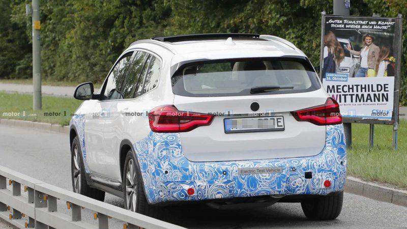 Вид сзади BMW iX3