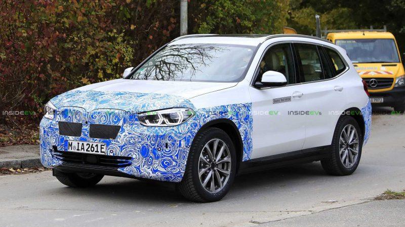 По улицам Мюнхена проехал новый электрический кроссовер BMW iX3