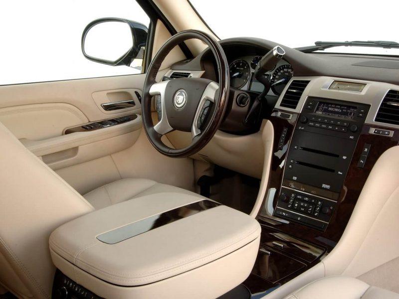 Интерьер Cadillac Escalade III