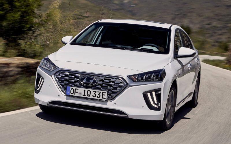 Вид спереди Hyundai IONIQ plug-in