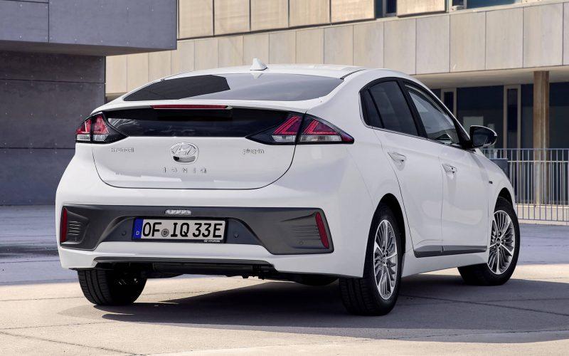 Вид сзади Hyundai IONIQ plug-in