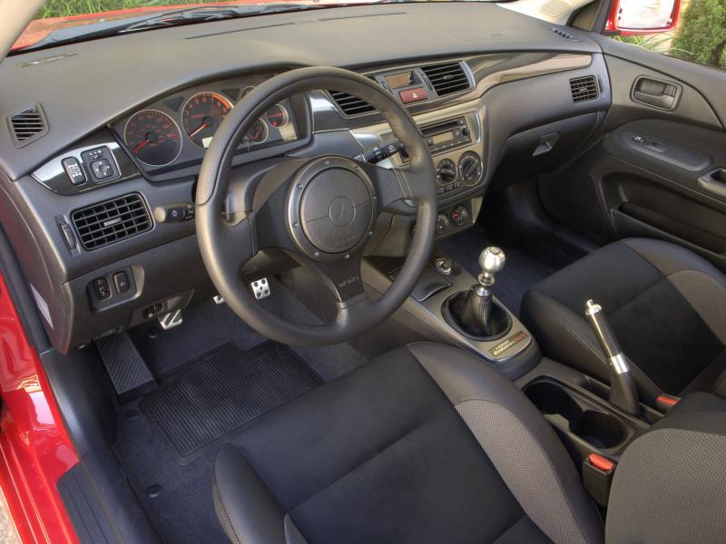 Интерьер Mitsubishi Lancer Evolution