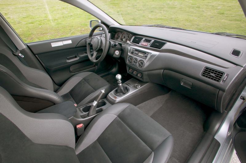 Салон Mitsubishi Lancer Evolution