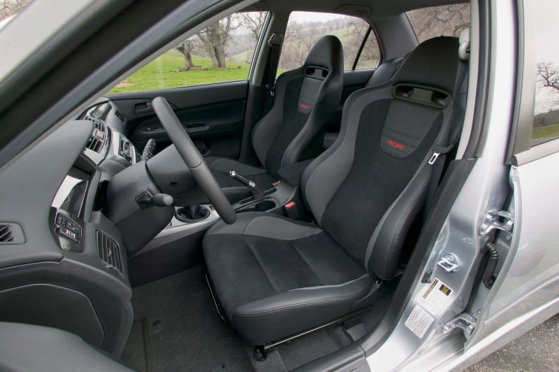 Передние кресла Mitsubishi Lancer Evolution