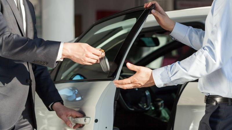 Берегись автосалона: как правильно покупать авто у дилера?