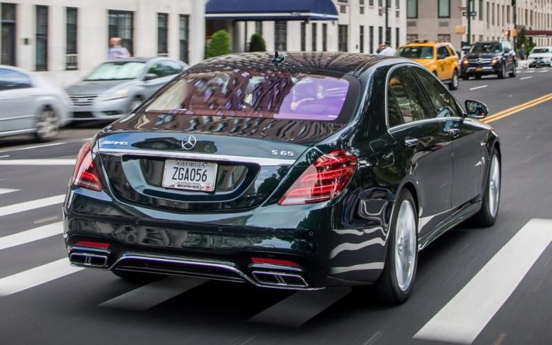 Вид сзади Mercedes-Benz S-Class