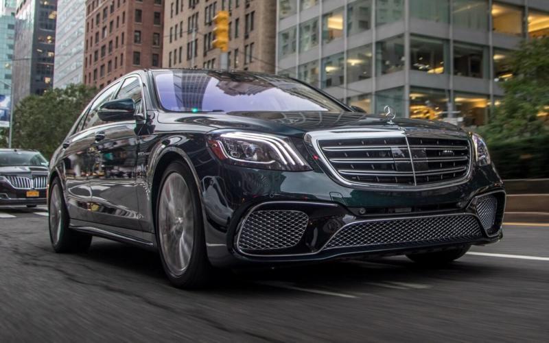 Вид спереди Mercedes-Benz S-Class