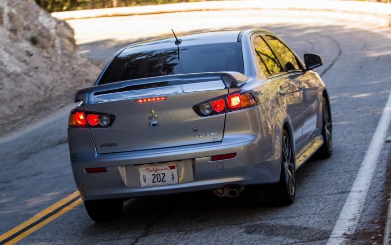 Mitsubishi Lancer вид сзади