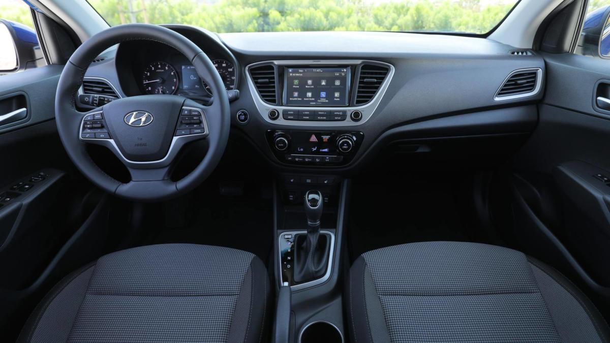 Салон Hyundai Accent V поколение