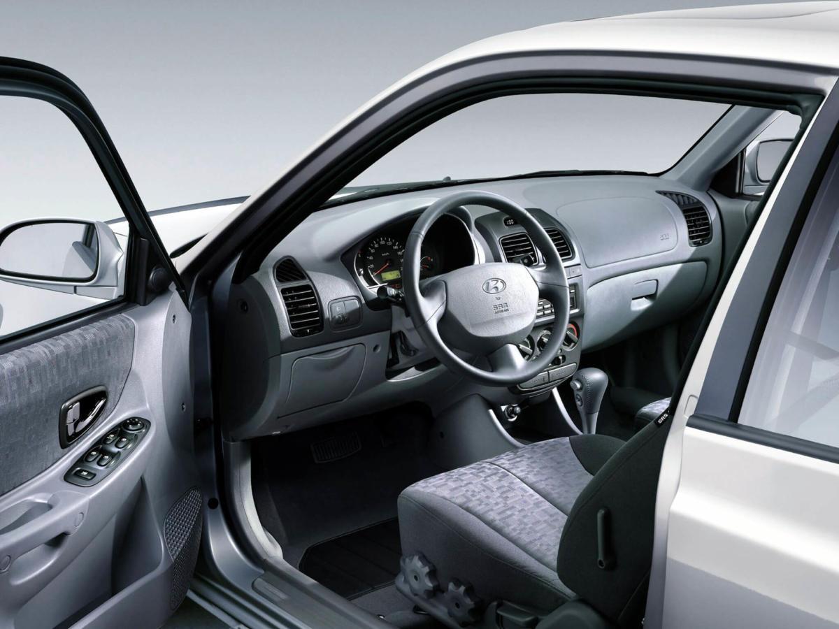 Салон Hyundai Accent 2