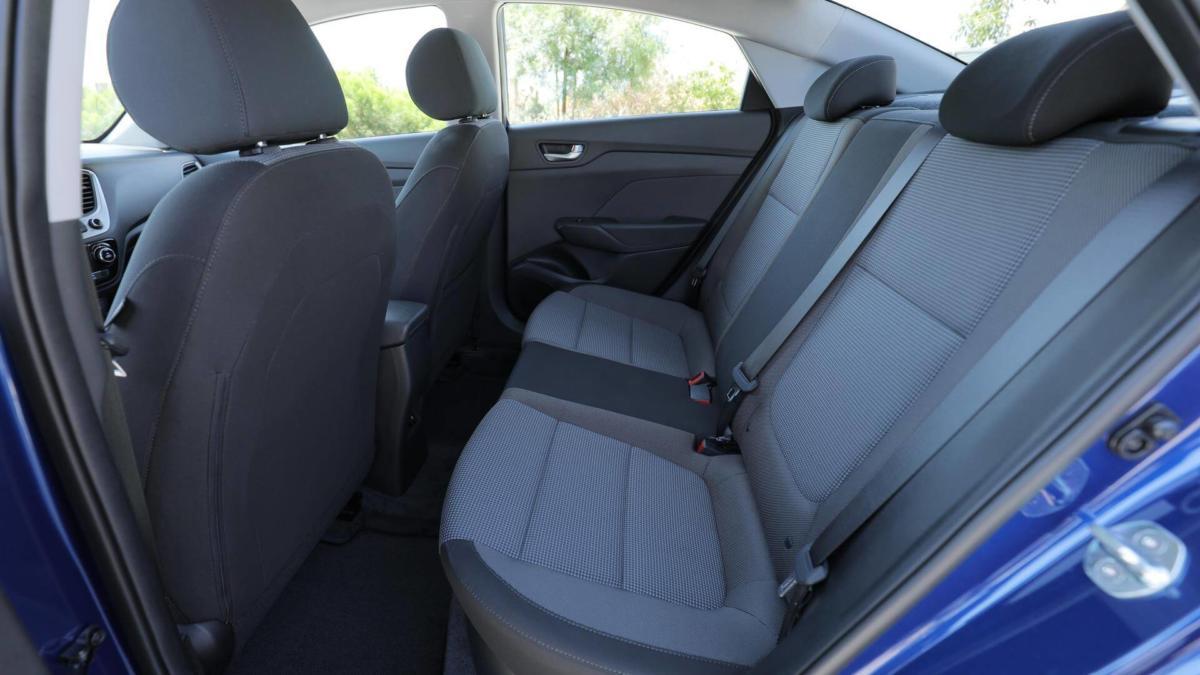 Задний диван Hyundai Accent