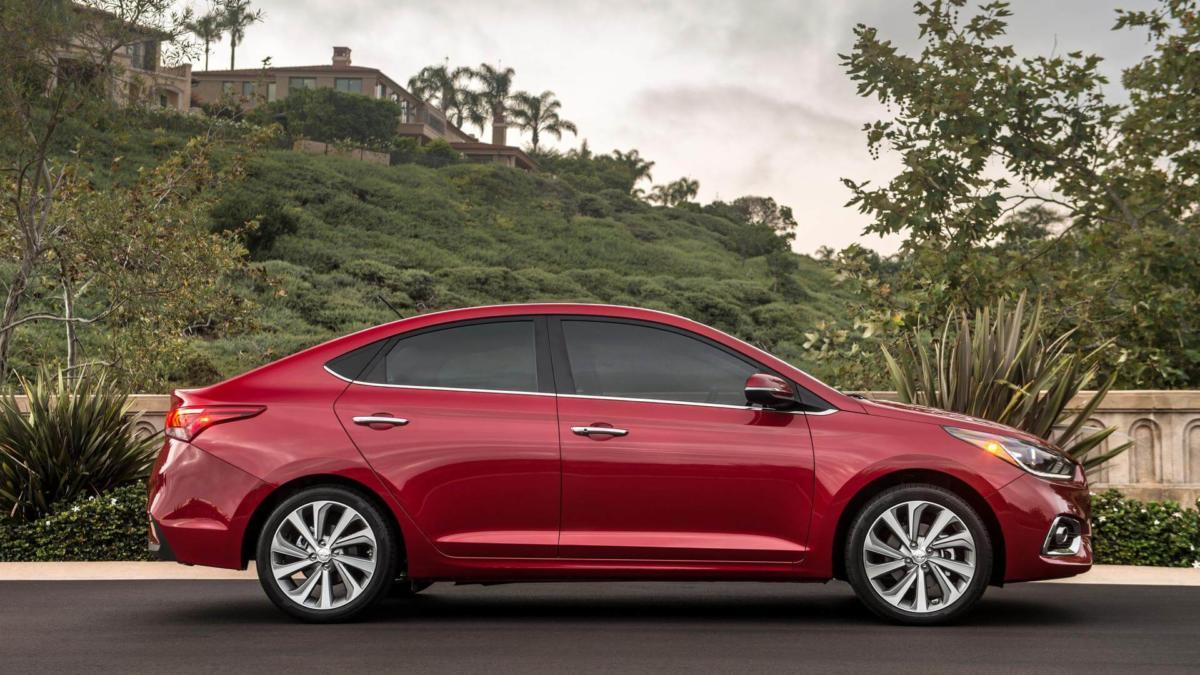 Вид сбоку Hyundai Accent 5