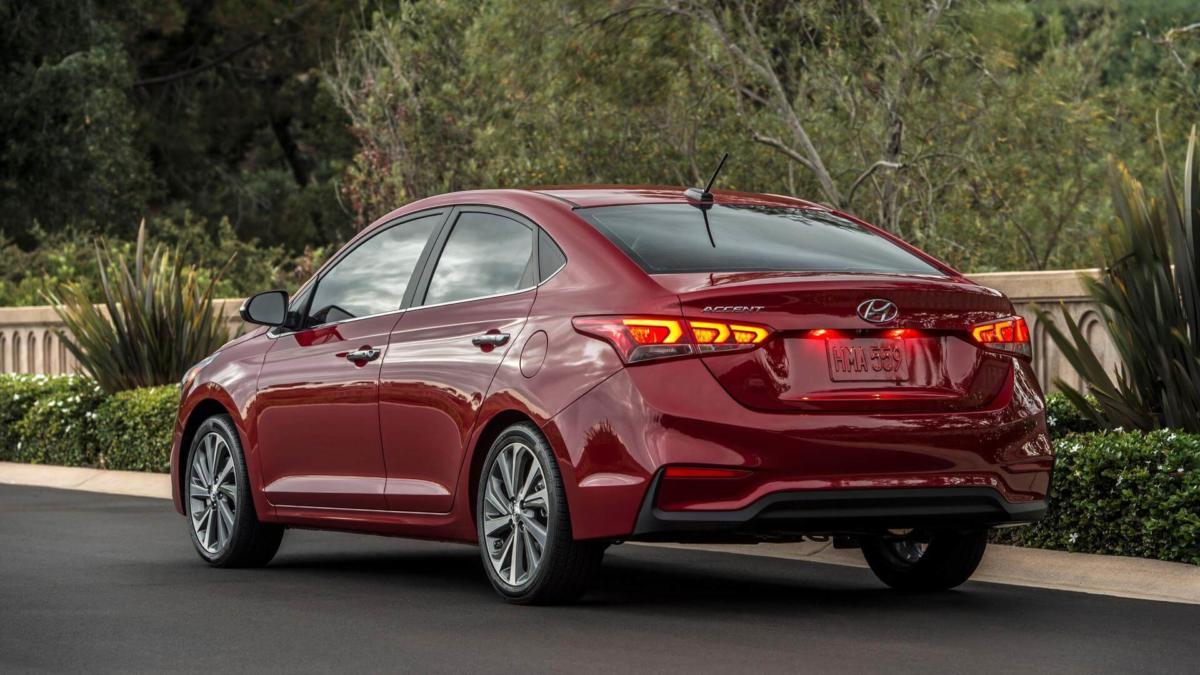 Вид сзади Hyundai Accent 5