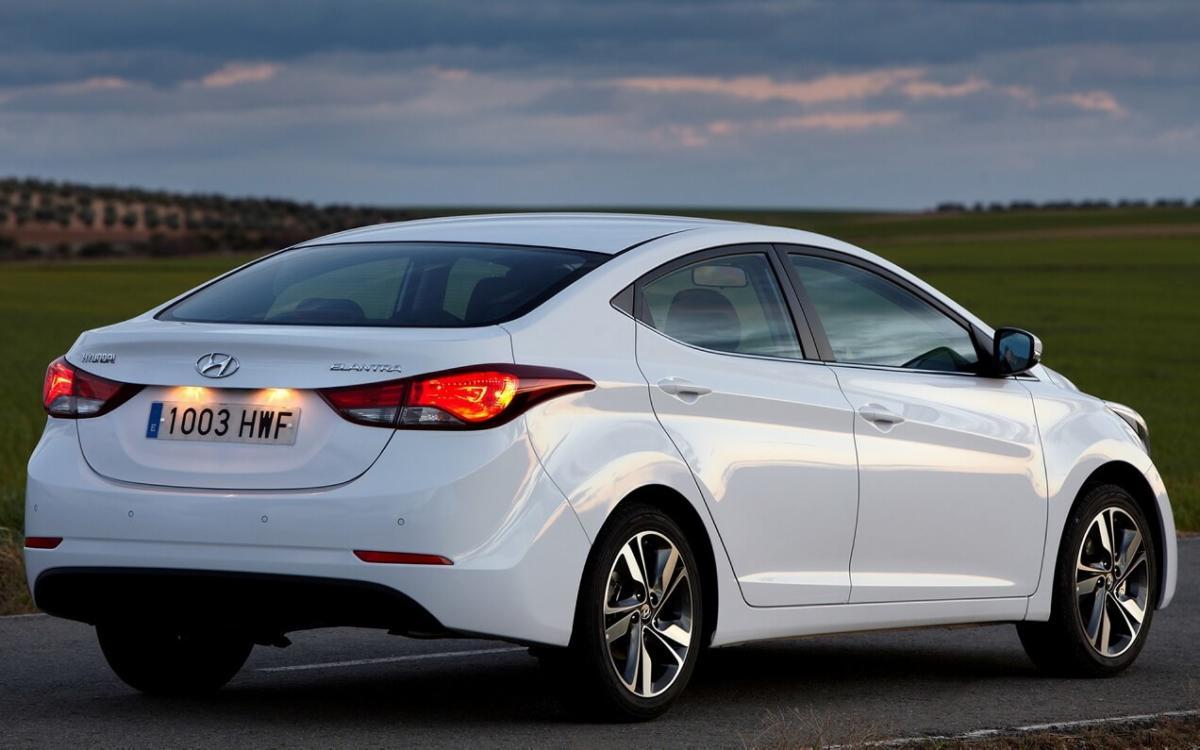 Вид сзади Hyundai Elantra MD