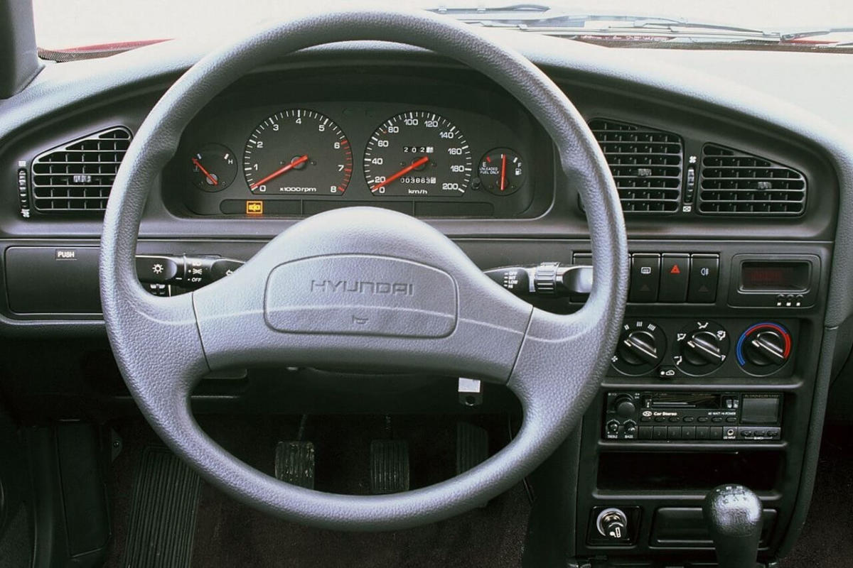 Интерьер Hyundai Elantra J1