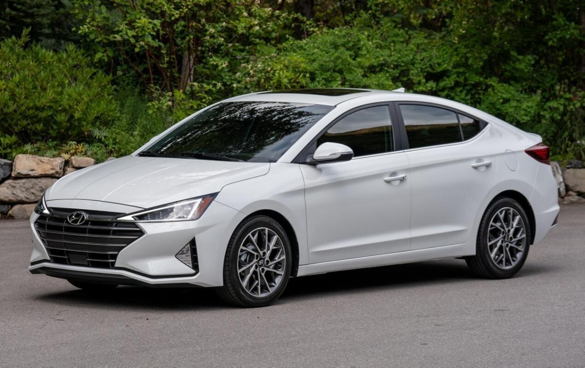 Фото Hyundai Elantra AD