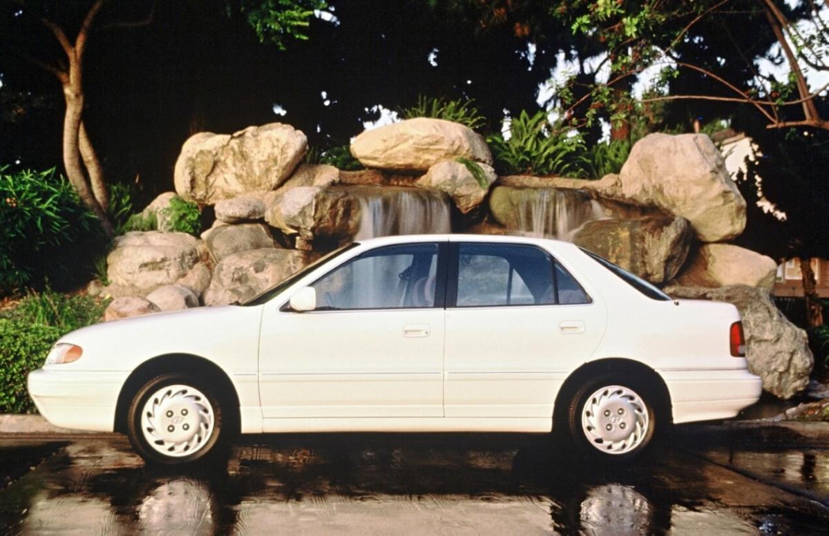 Hyundai Elantra J1