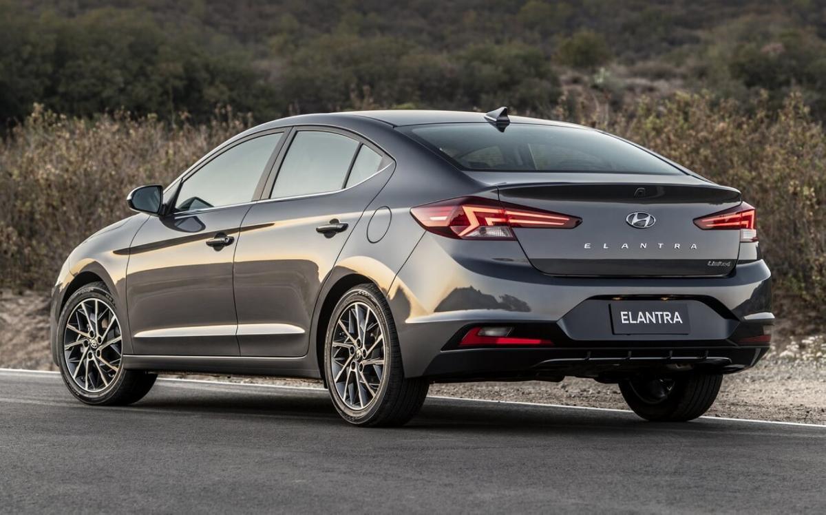 Вид сзади Hyundai Elantra AD