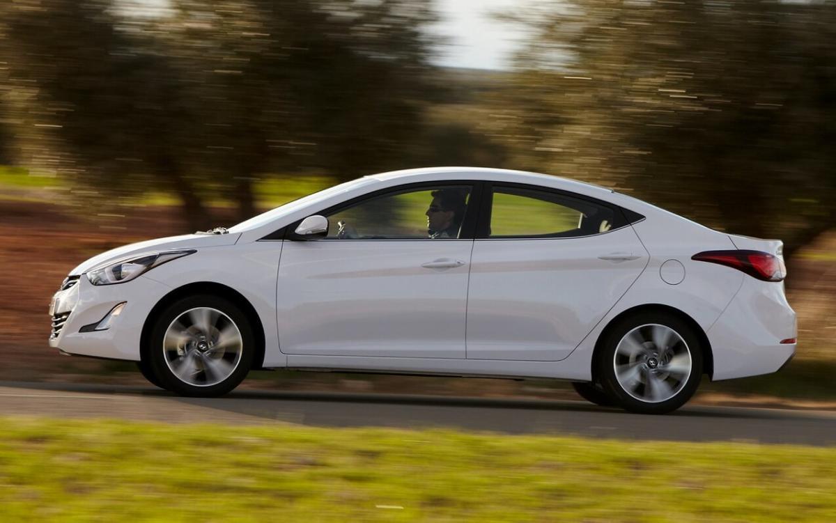 Вид сбоку Hyundai Elantra MD