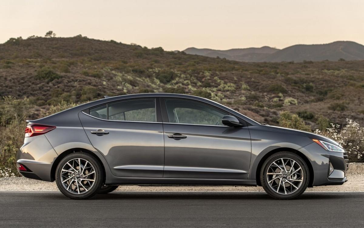 Вид сбоку Hyundai Elantra AD