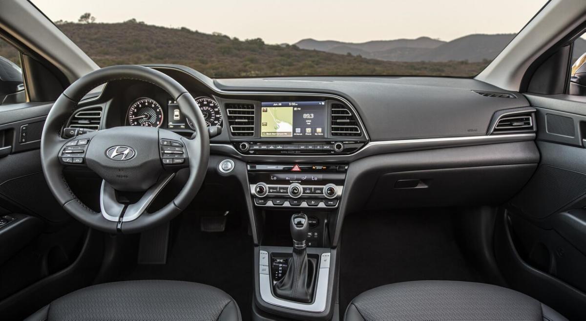 Интерьер Hyundai Elantra AD
