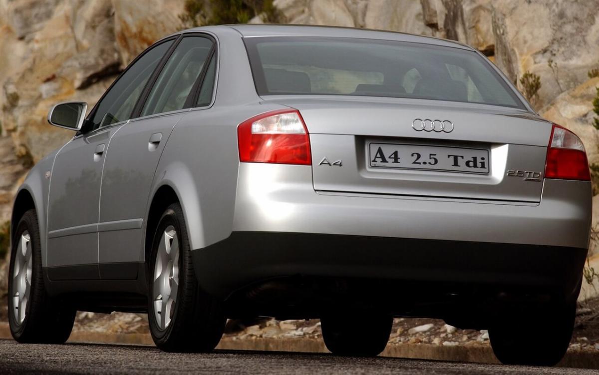 Вид сзади Audi A4 (B6)