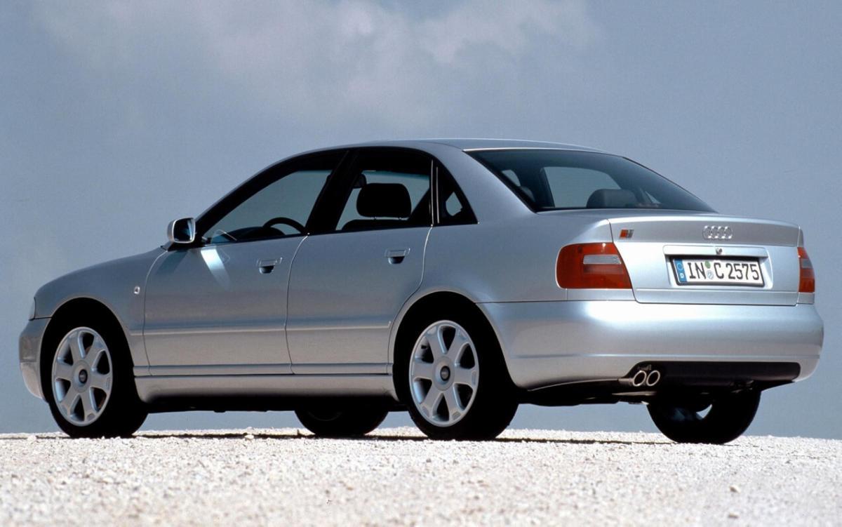 Седан Audi A4