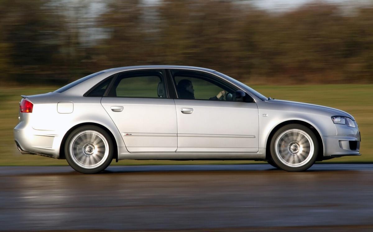 Вид сбоку Audi A4 (B7)