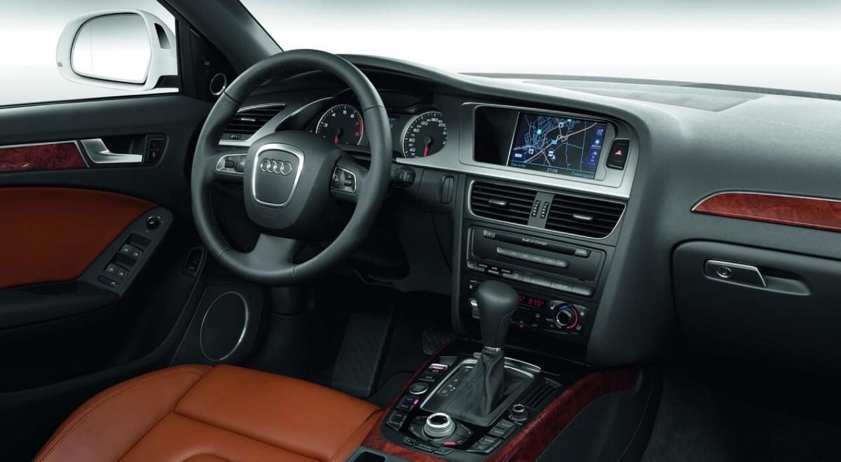 Интерьер Audi A4 (B7)