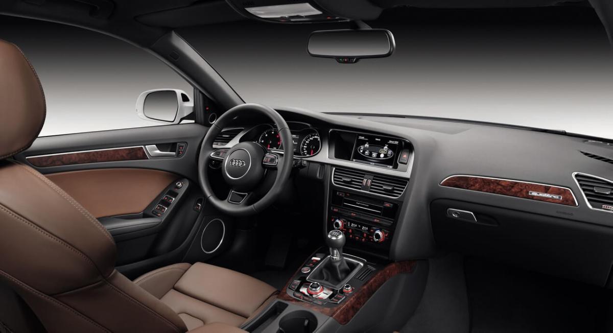 Интерьер Audi A4 (B8)