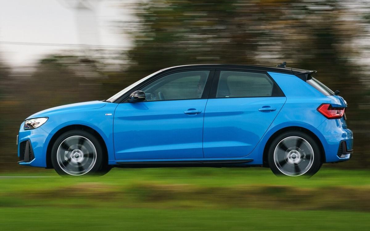 Audi A1 вид сбоку