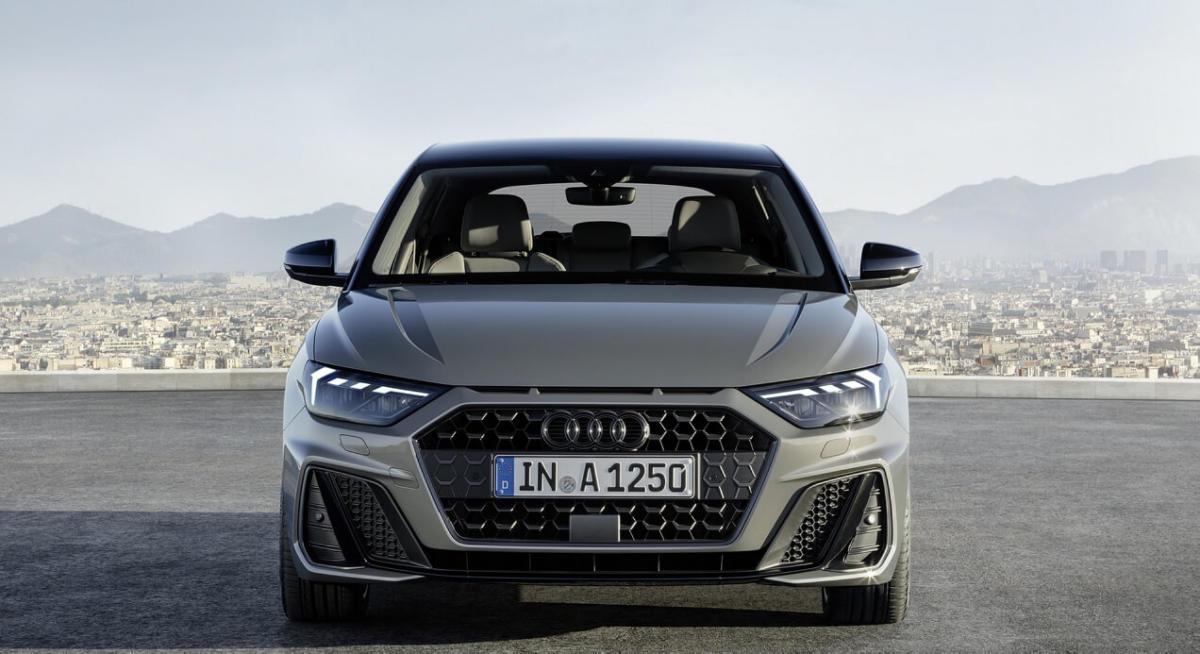 Вид спереди Audi A1 Sportback