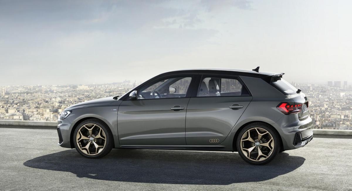 Вид сбоку Audi A1 Sportback