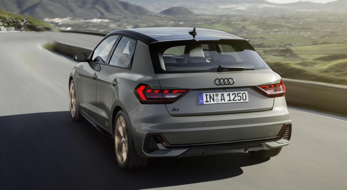 Вид сзади Audi A1 Sportback