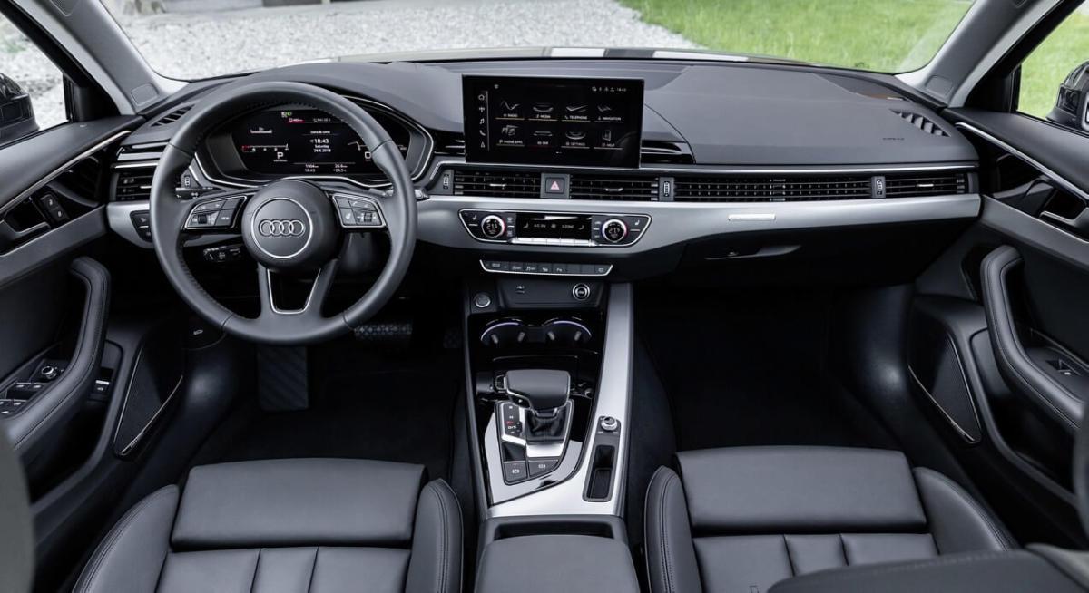 Интерьер Audi A4 2020