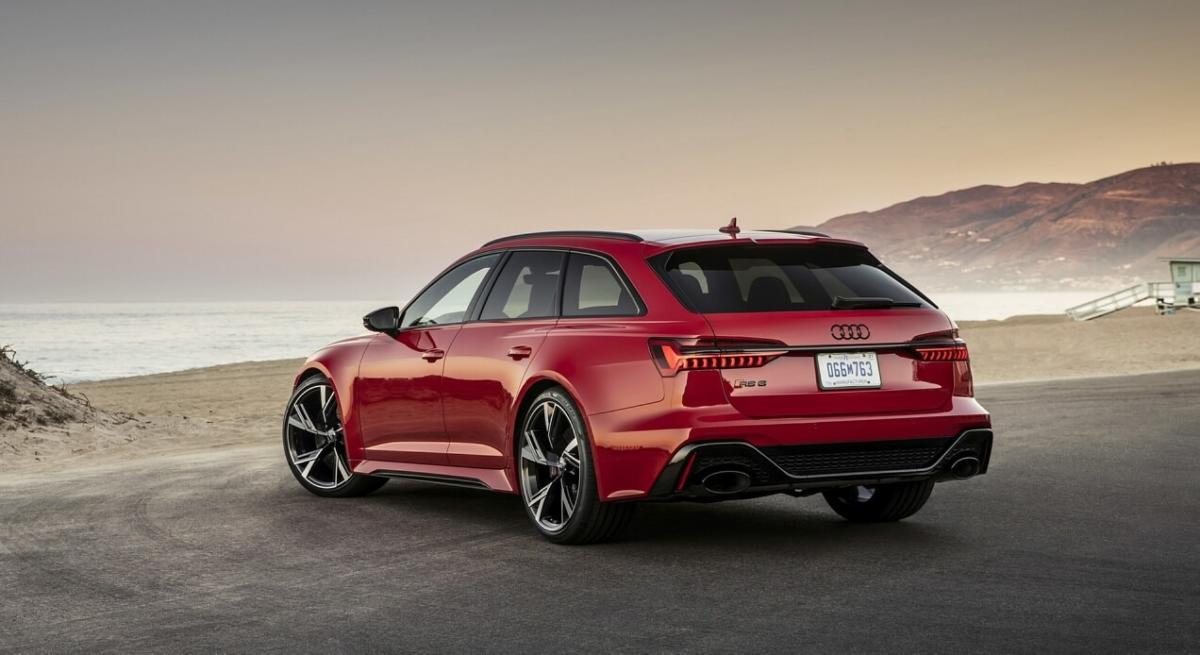 Вид сзади Audi RS6 Avant C8