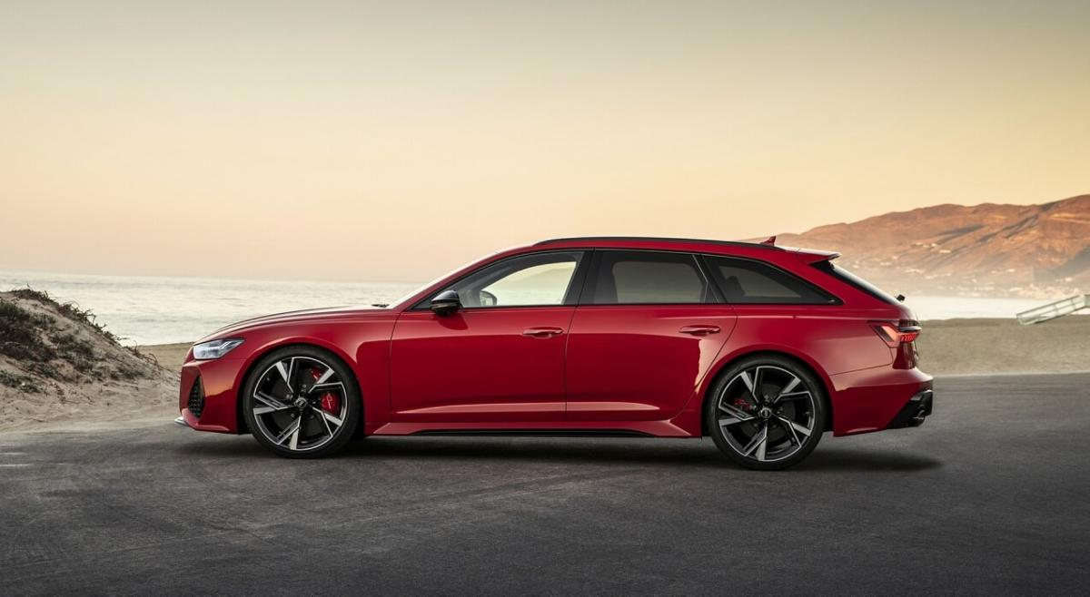 Вид сбоку Audi RS6 Avant C8
