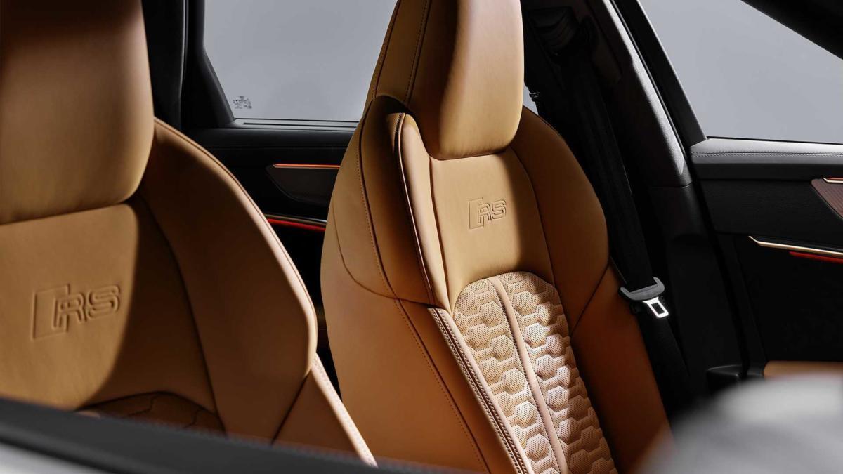 Audi RS 6 Avant (C8) фото салона
