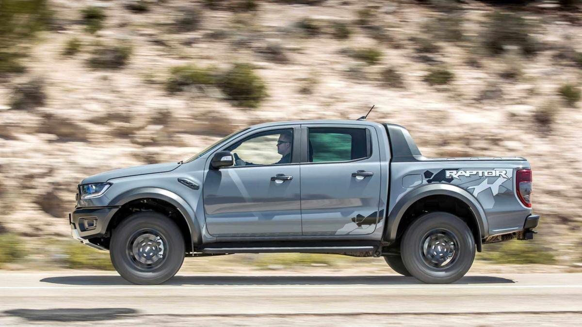 Вид сбоку Ford Ranger Raptor