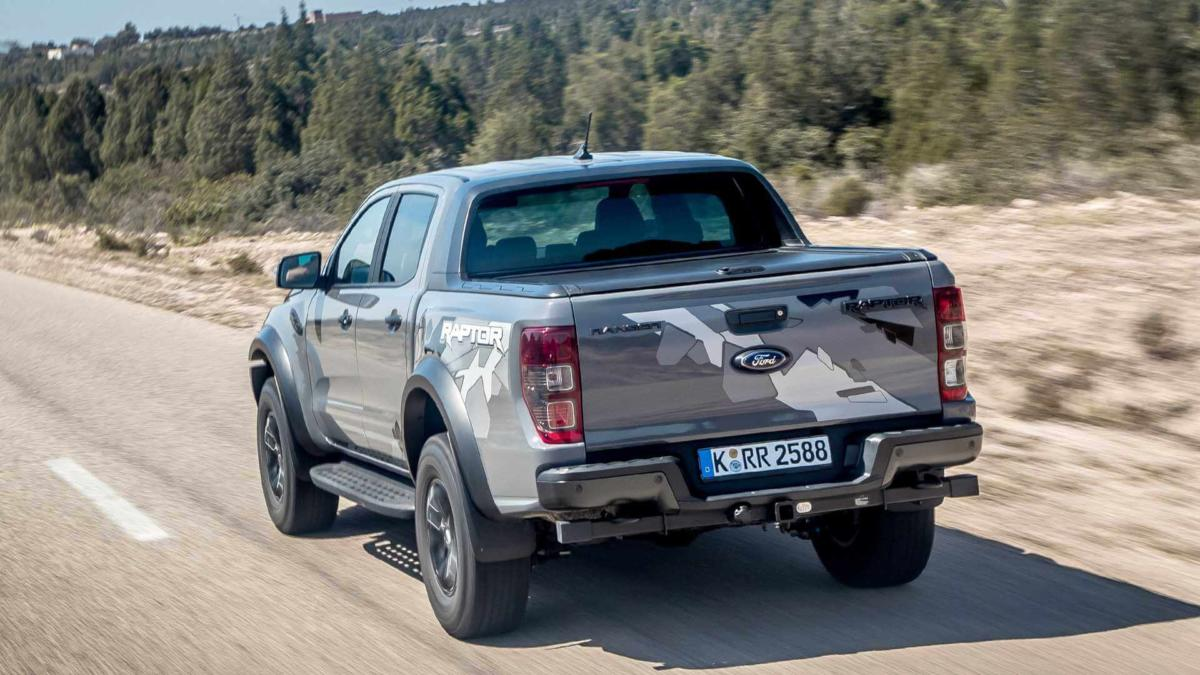 Ford Ranger Raptor вид сзади