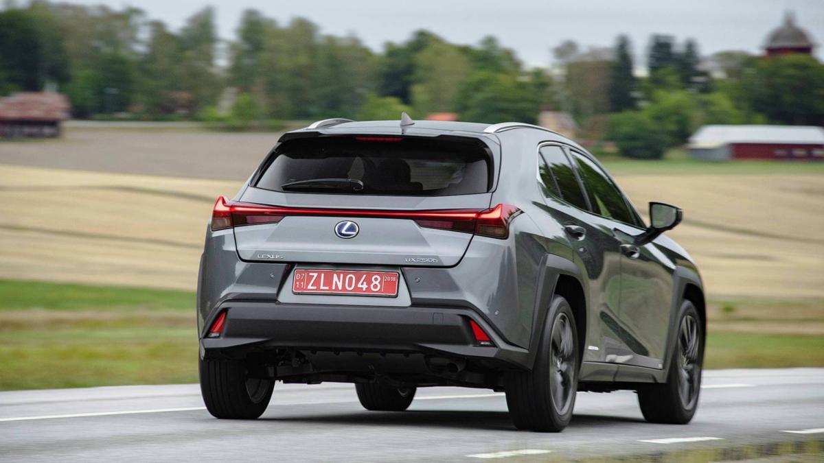 Вид сзади Lexus UX