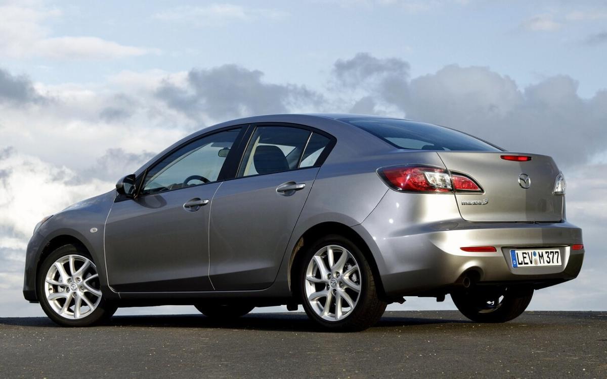 Mazda 3 2011 года